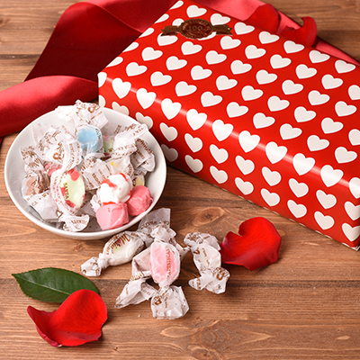 <h1>Valentine's Day Wrapped Taffy Box</h1>